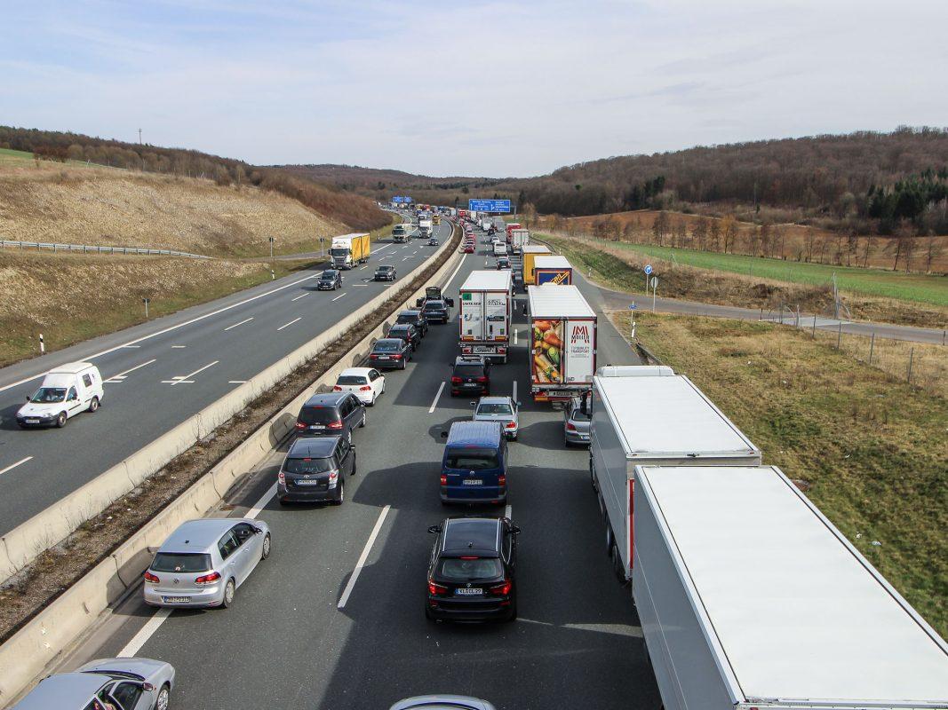 Erhebliche Verkehrsbehinderungen nach einem Unfall auf der A3. Foto: Archivfoto: Pascal Höfig