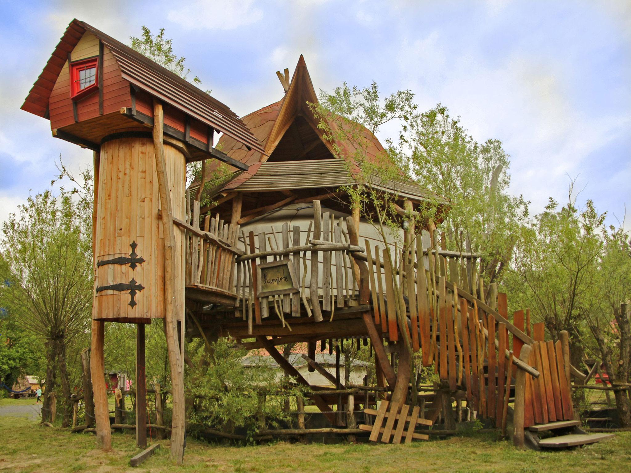 Abenteuerübernachtung in der Baumjurte! Foto: Kulturinsel Einsiedel Künstlerische Holzgestaltung Bergmann GmbH