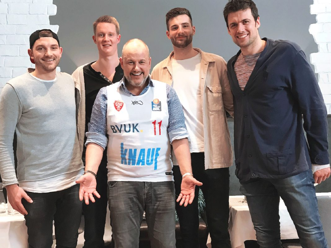 Sternekoch Frank Rosin mit (v.l.n.r.) den Profis Felix Hoffmann, Robin Benzing, Leon Kratzer und Kresimir Loncar. Foto: Steffen Wienhold