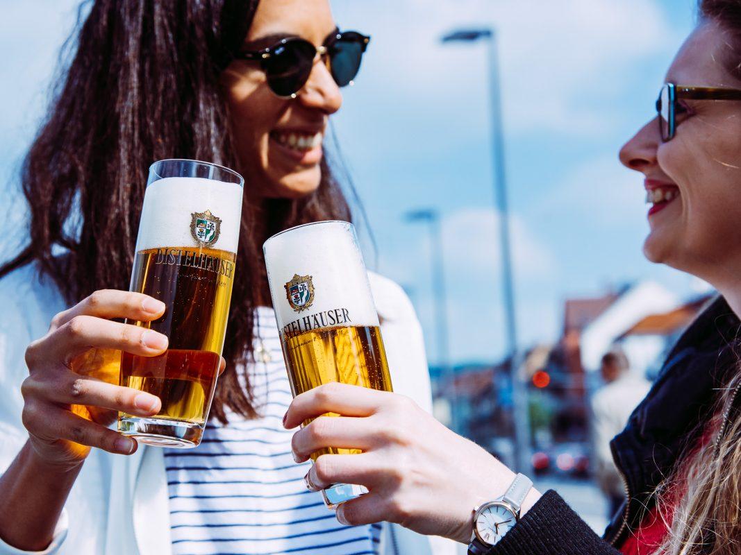 Der Helle Bock der Distelhäuser Brauerei schmeckt auch zum Muttertag. Foto: Pascal Höfig