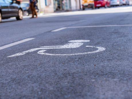 Behindertenparkplatz. Foto: Pascal Höfig