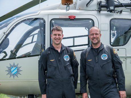 Flugtechniker Michael (links) und Pilot Thomas Seubelt sind seit 2008 bzw. 1987 bei der