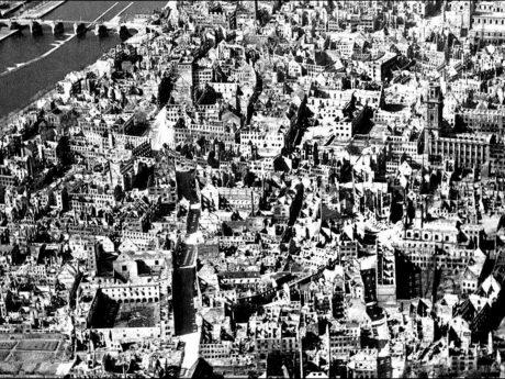 Das Ruinenfeld der Würzburger Altstadt nach dem 16. März 1945. Archiv: Willi Dürrnagel