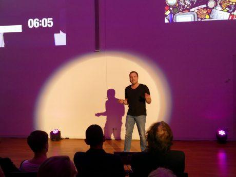 Felix Pfeil beim Science Slam. Foto: Katja Klein