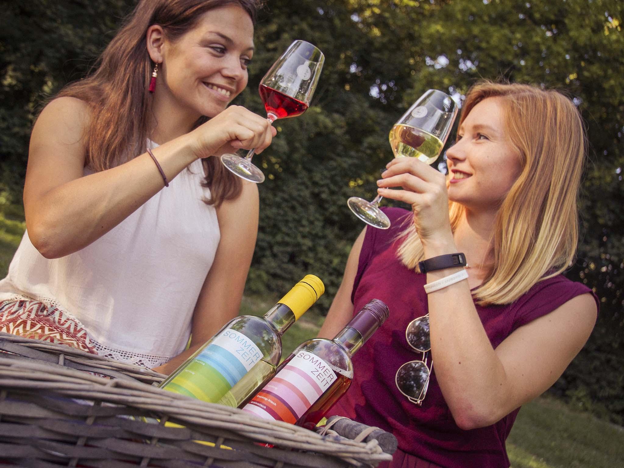 Die Sommerzeitweine sind perfekt für Genussmomente. Foto: Dominik Ziegler