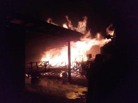 Die Kripo schließt Brandstiftung nicht aus. Foto: Felix Enzelberger / Feuerwehr Gaukönigshofen