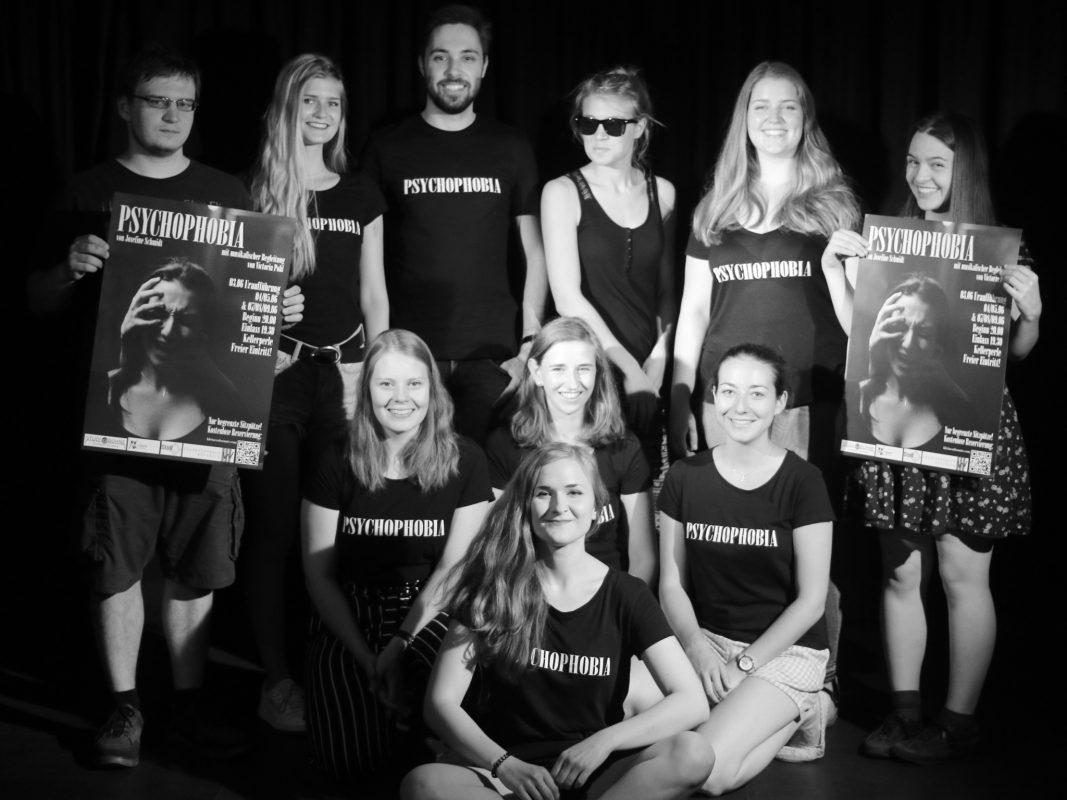 Die Schauspielgruppe um Josefine Schmidt. Foto: Johannes