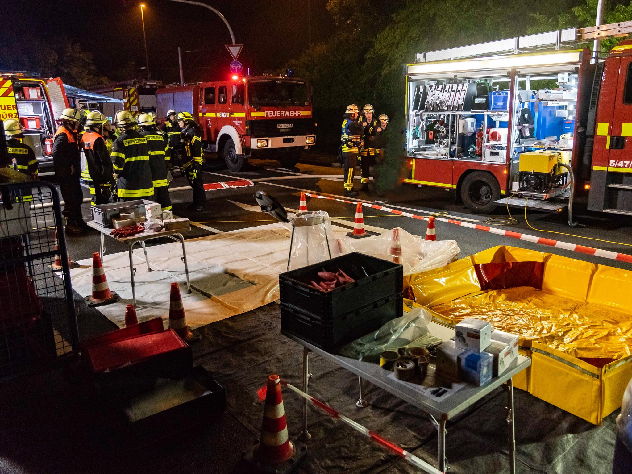Der Gefahrgutkontrolltrupp der Feuerwehr Würzburg war vor Ort. Foto: Pascal Höfig