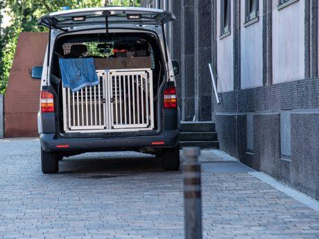 Diensthundeführer im Einsatz. Symbolfoto: Pascal Höfig