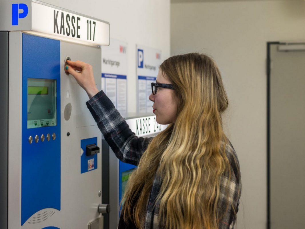 Parkscheinautomat in der Tiefgarage. Symbolfoto: Pascal Höfig