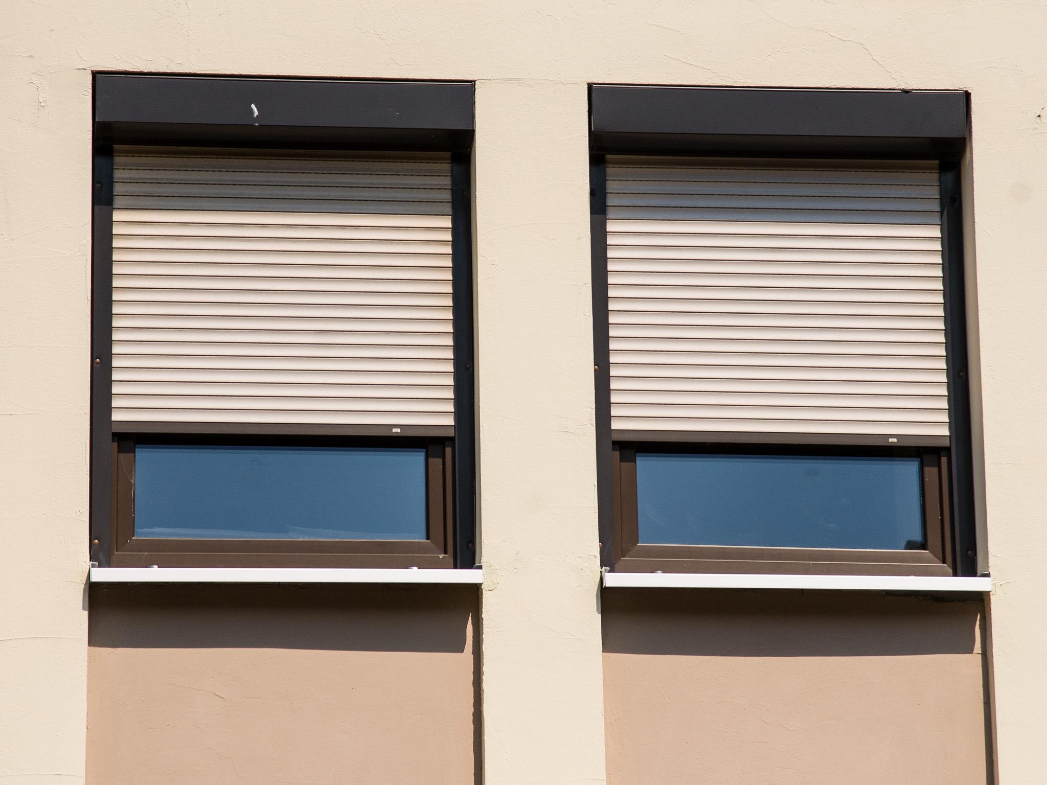 Abgedunkelte Fenster machen es in der Wohnung kühl. Symbolfoto: Pascal Höfig