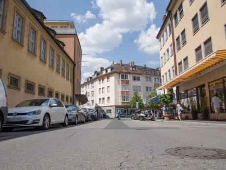 Parkplätze in der Plattnerstraße in Würzburg. Foto: Pascal Höfig