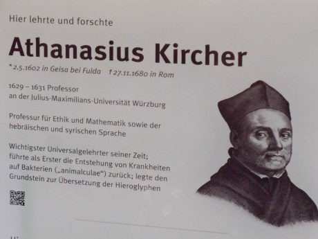 Gelehrtentafel zu Ehren von Athanasius Kirche an der Alten Universität in der Domerschulstraße. (Foto: Corinna Russow)