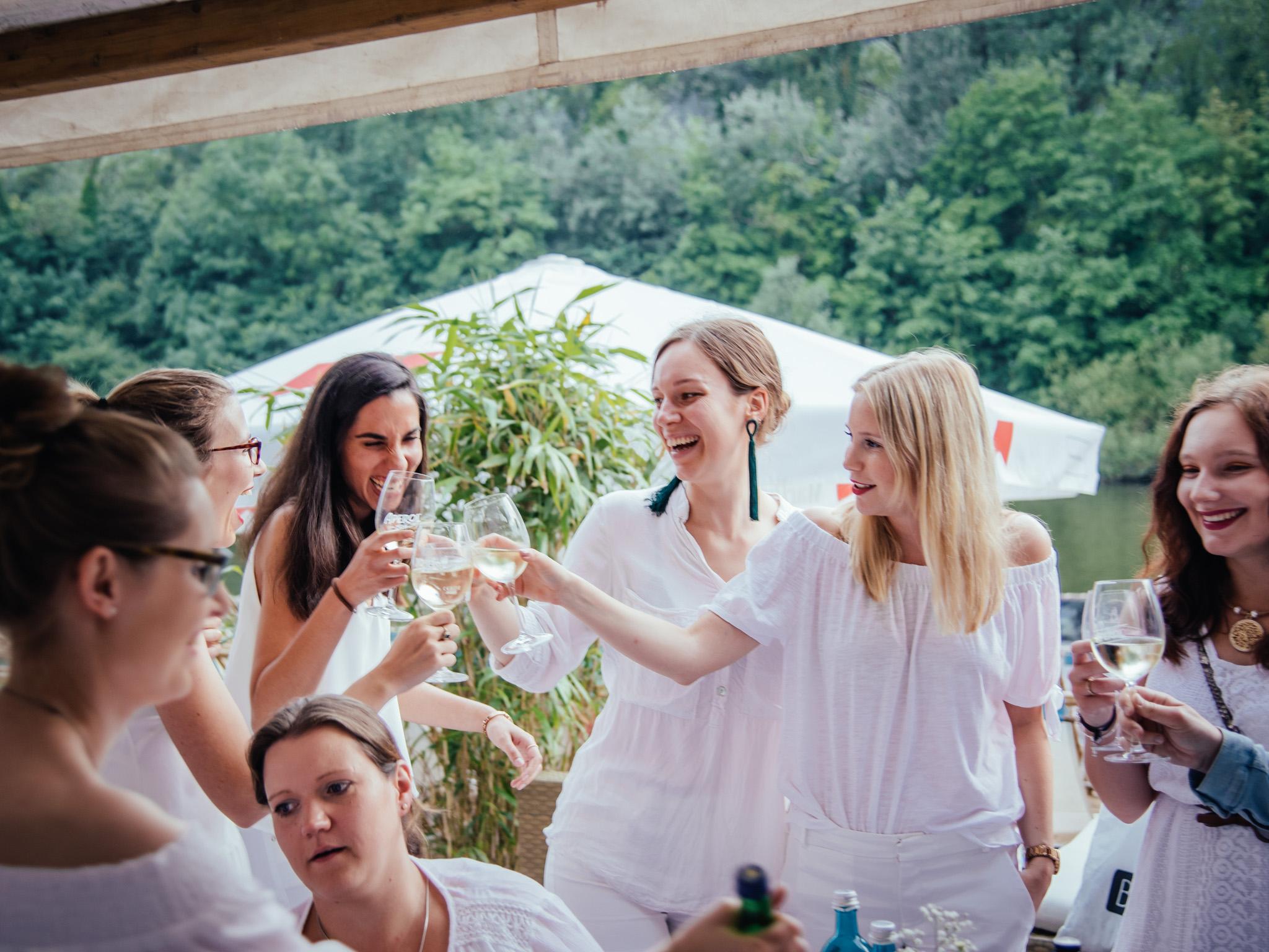 Leckere Cocktails, Spitzenweine & alkoholfreie Getränke. Foto: Pascal Höfig