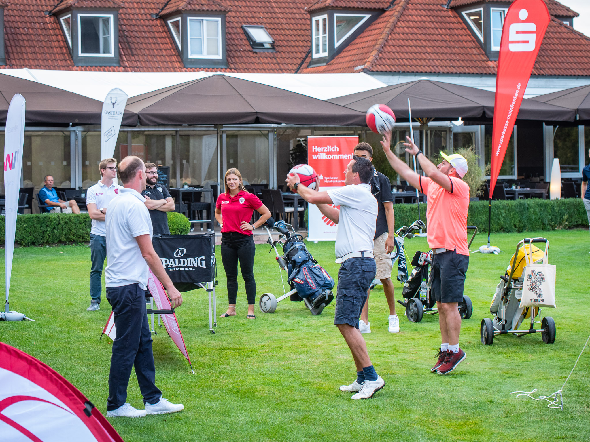 Erst Golfen, dann Freiwurfwettbewerb! Foto: Pascal Höfig