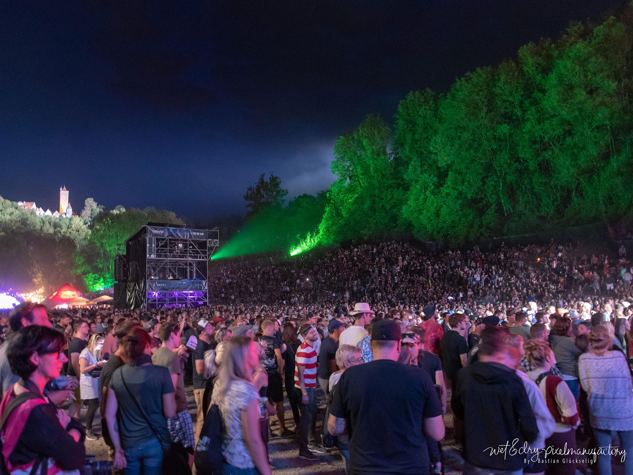Rund 15.000 Besucher feierten am Freitag auf dem Taubertalfestival. Foto: Bastian Glückselig