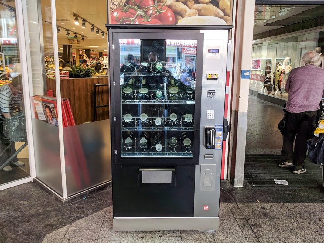 Der neue Bocksbeutel-Automat in der Domstraße. Foto: Christian J. Papay