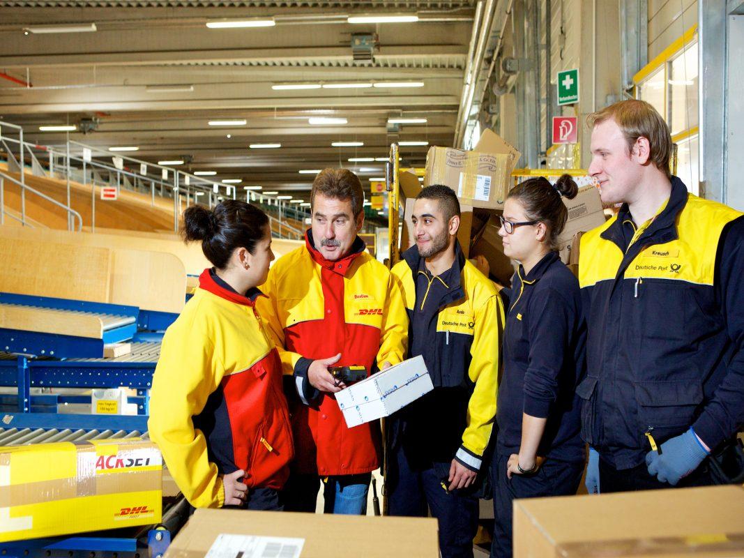 Arbeit im Team als Sortierer bei der Deutschen Post. Foto: Deutsche Post AG