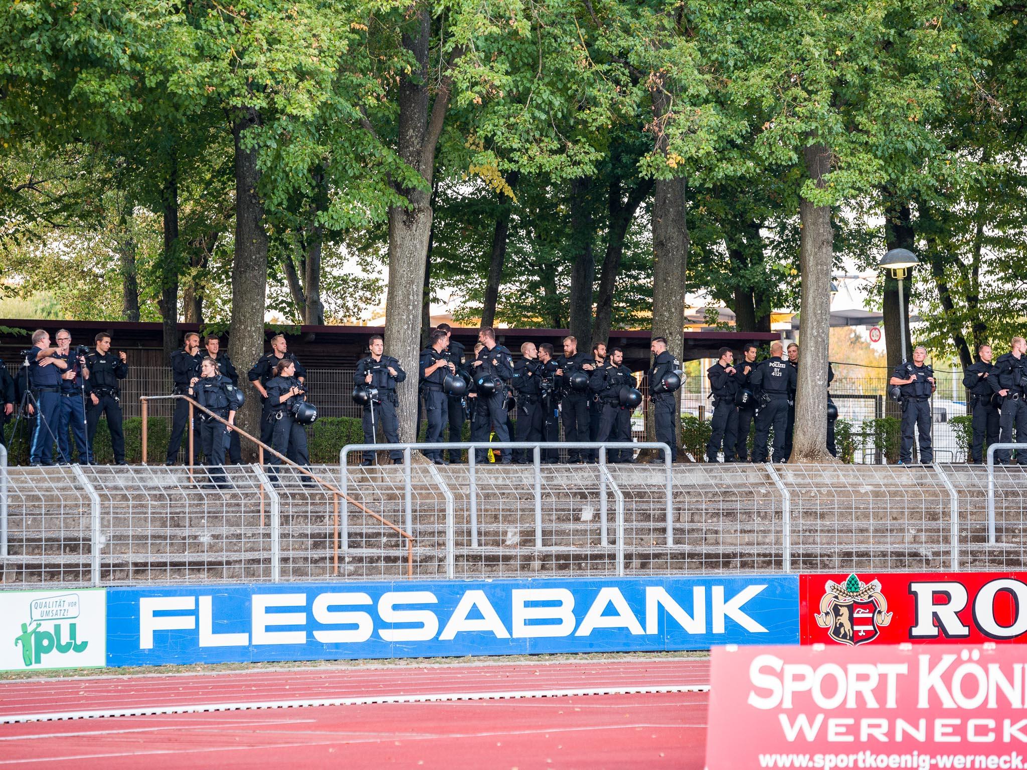 Die anwesenden Polizeikräfte sicherten das Spiel. Foto: Pascal Höfig