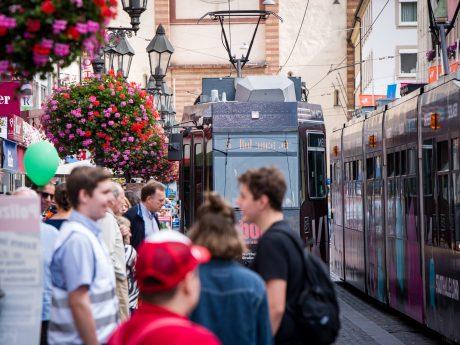 Straßenbahn beim Stadtfest. Foto: Pascal Höfig