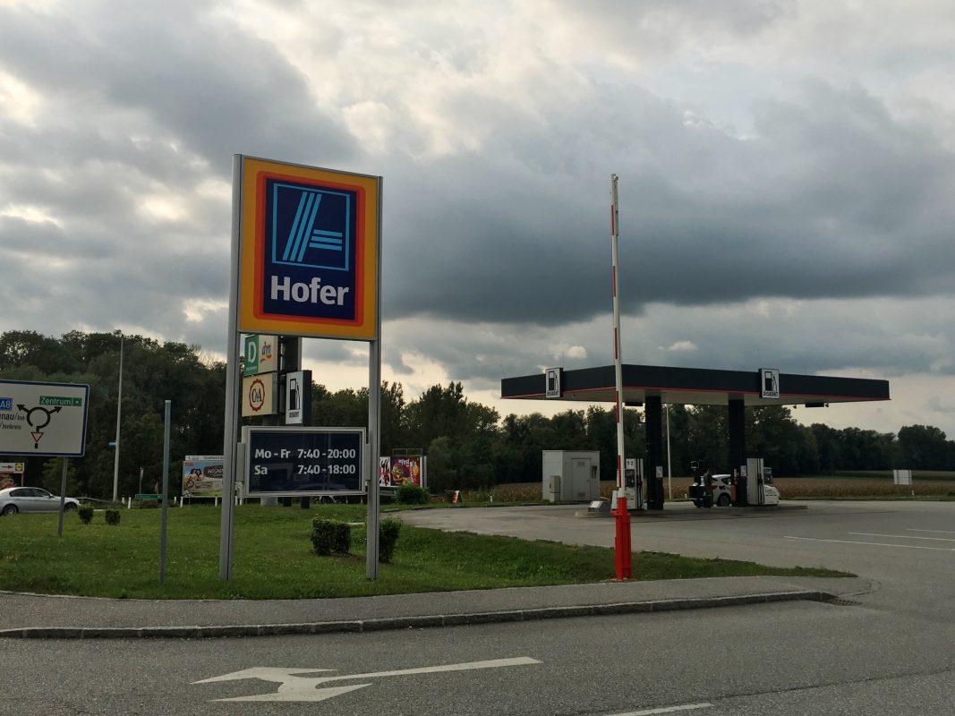 In Österreich gibt es das Konzept Discounter und Tanken bereits. Foto: Sabine Brummer