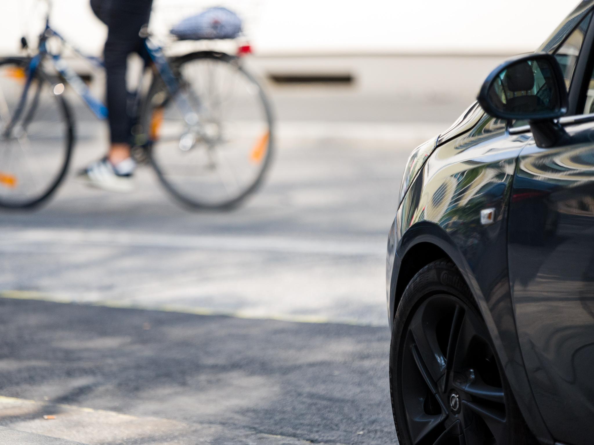 Auto und Fahrrad. Symbolfoto: Pascal Höfig