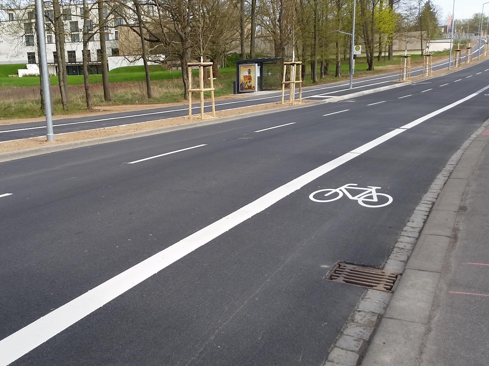 Radfahrstreifen mit durchgezogener Linie. Foto: Adrien Cochet-Weinandt
