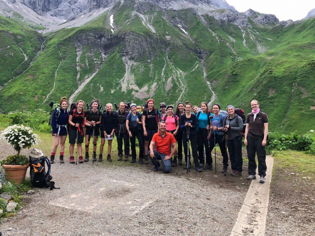 Die 16 Schülerinnen des Ursulinengymnasiums haben die Alpen überquert. Foto: Asena Ünal