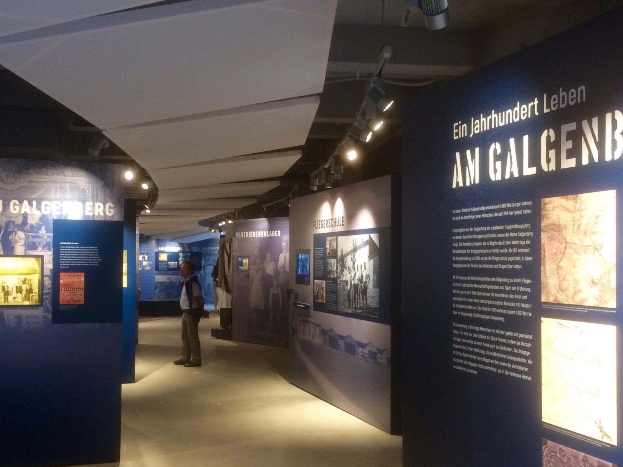 Historische Ausstellung im Tankstellengebäude. Foto: Roland Flade