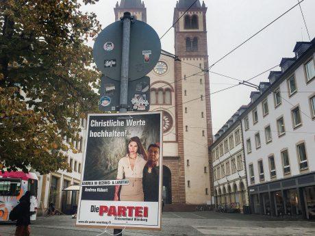 Das Plakat sorgt für erhitzte Gemüter. Foto: Katharina Kraus
