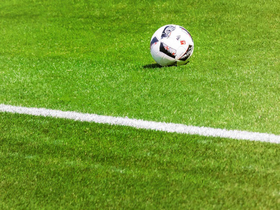 Im Fußball stehen einige Spielerwechsel an. Foto: Pascal Höfig