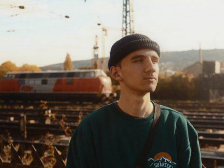 Der Gerbrunner Jakob veröffentlicht im Februar sein Debüt Album. Foto: Jakob Dietrich