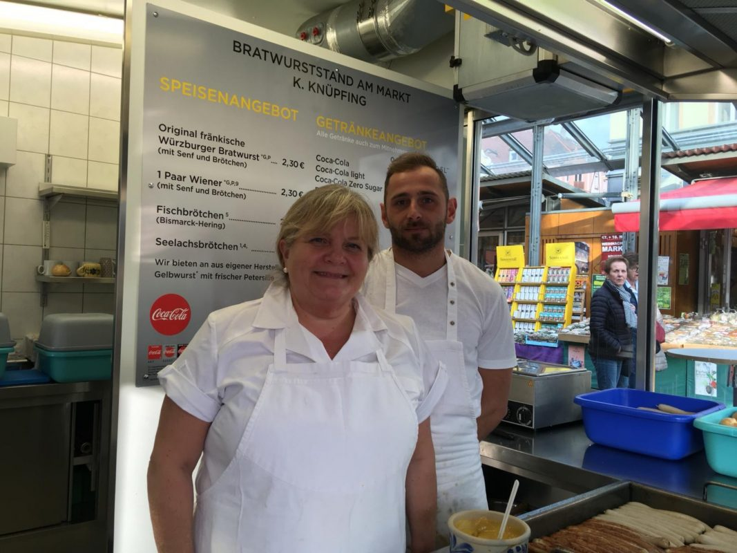 Silvia King mit ihrem Mitarbeiter Igor. Foto: Katharina Bormann