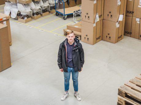 Azubi Marvin am Arbeitsplatz. Foto: Pascal Höfig