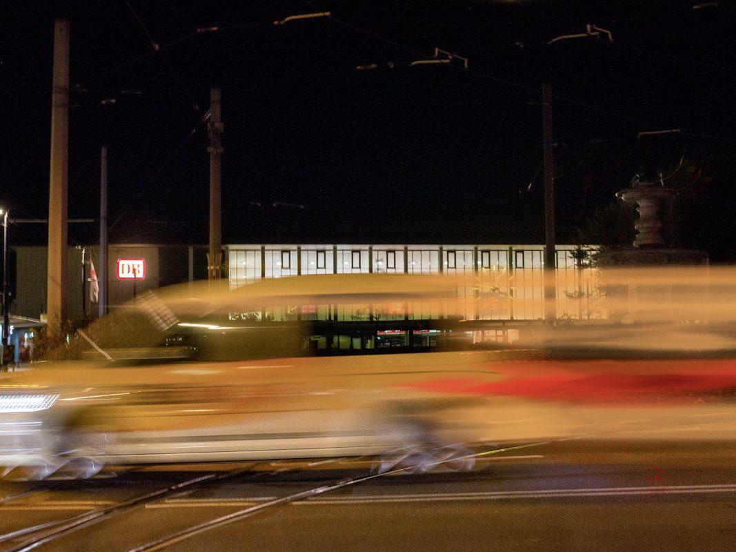 Bahnhof_Verkehr_Nacht