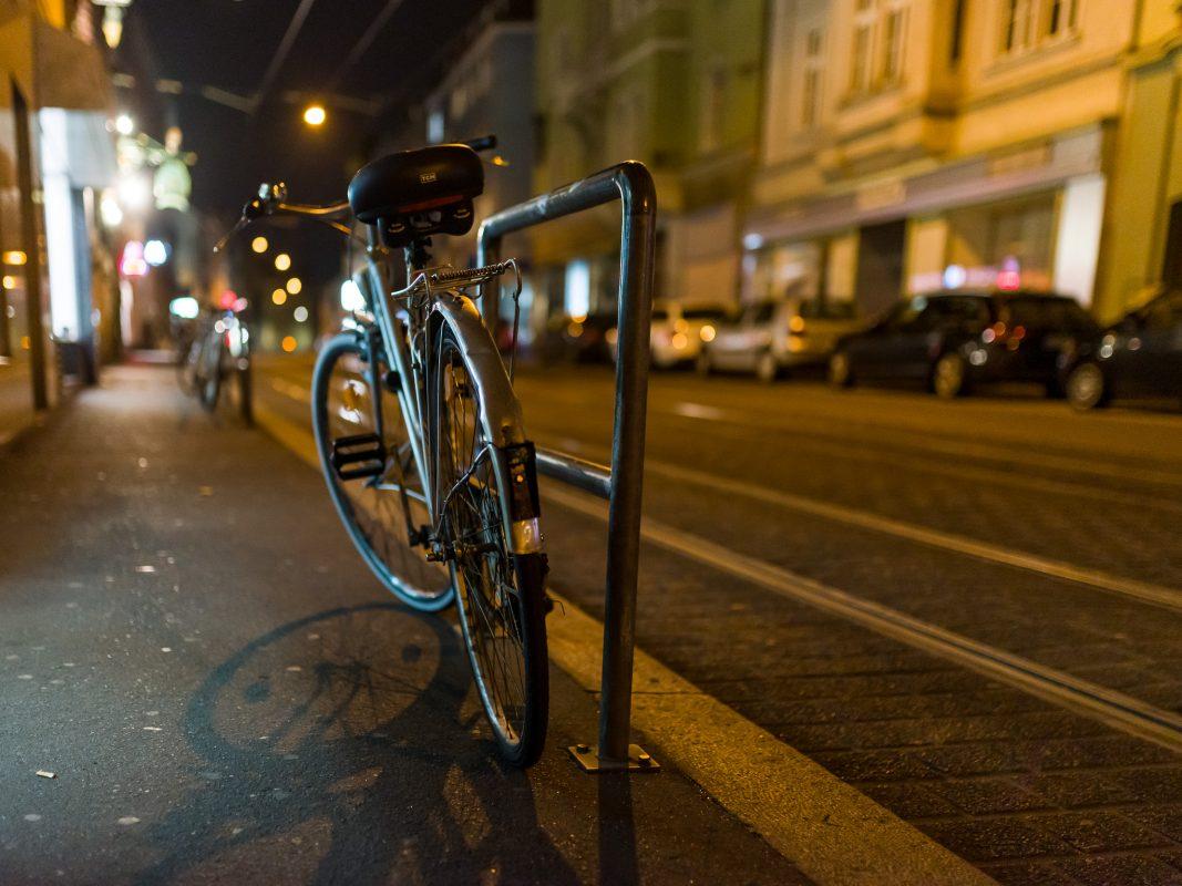 Ein Fahrrad in der Sanderstraße. Foto: Pascal Höfig