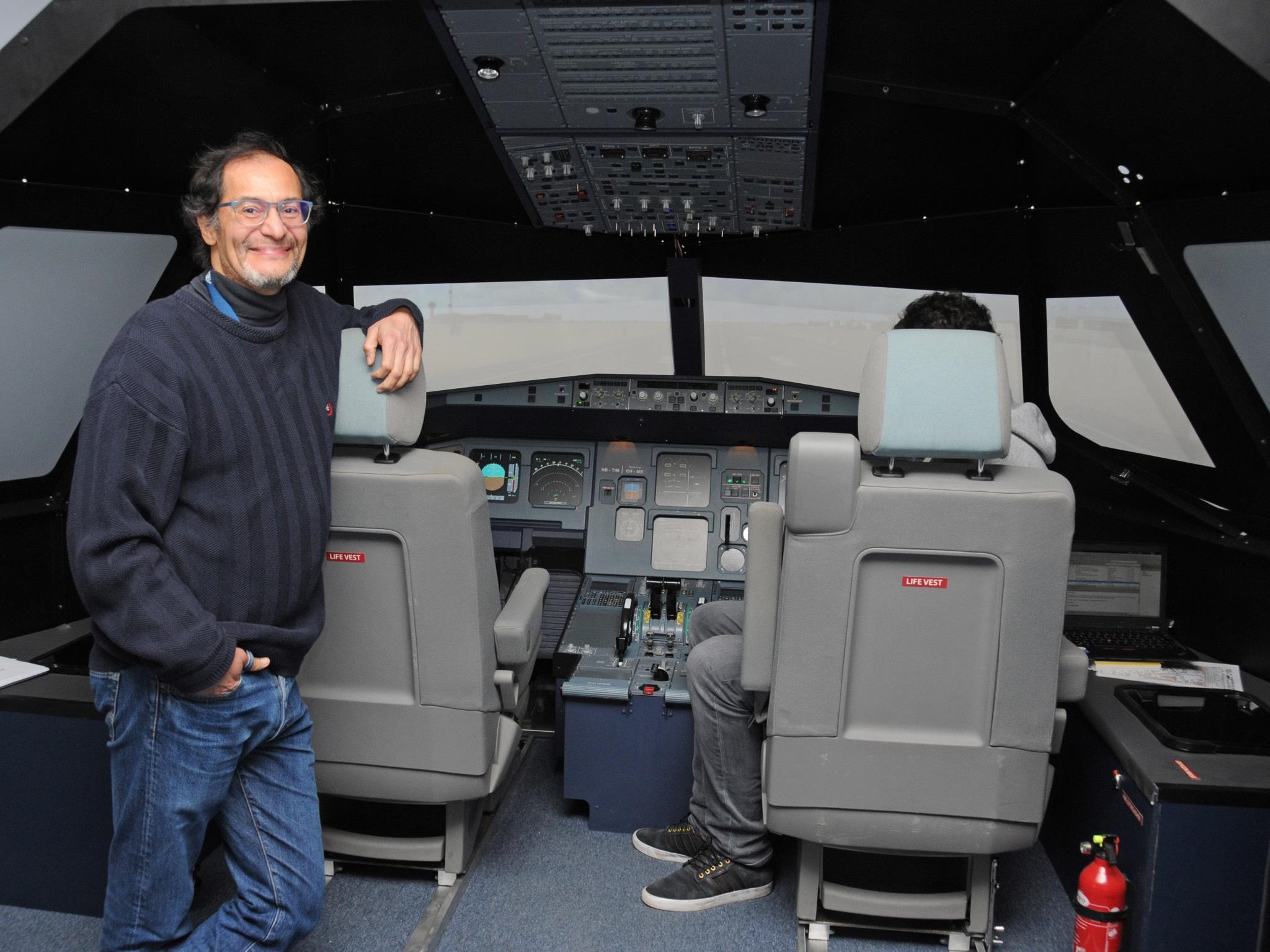 Sergio Montenegro hat einen Flugsimulator an die Universität Würzburg geholt.