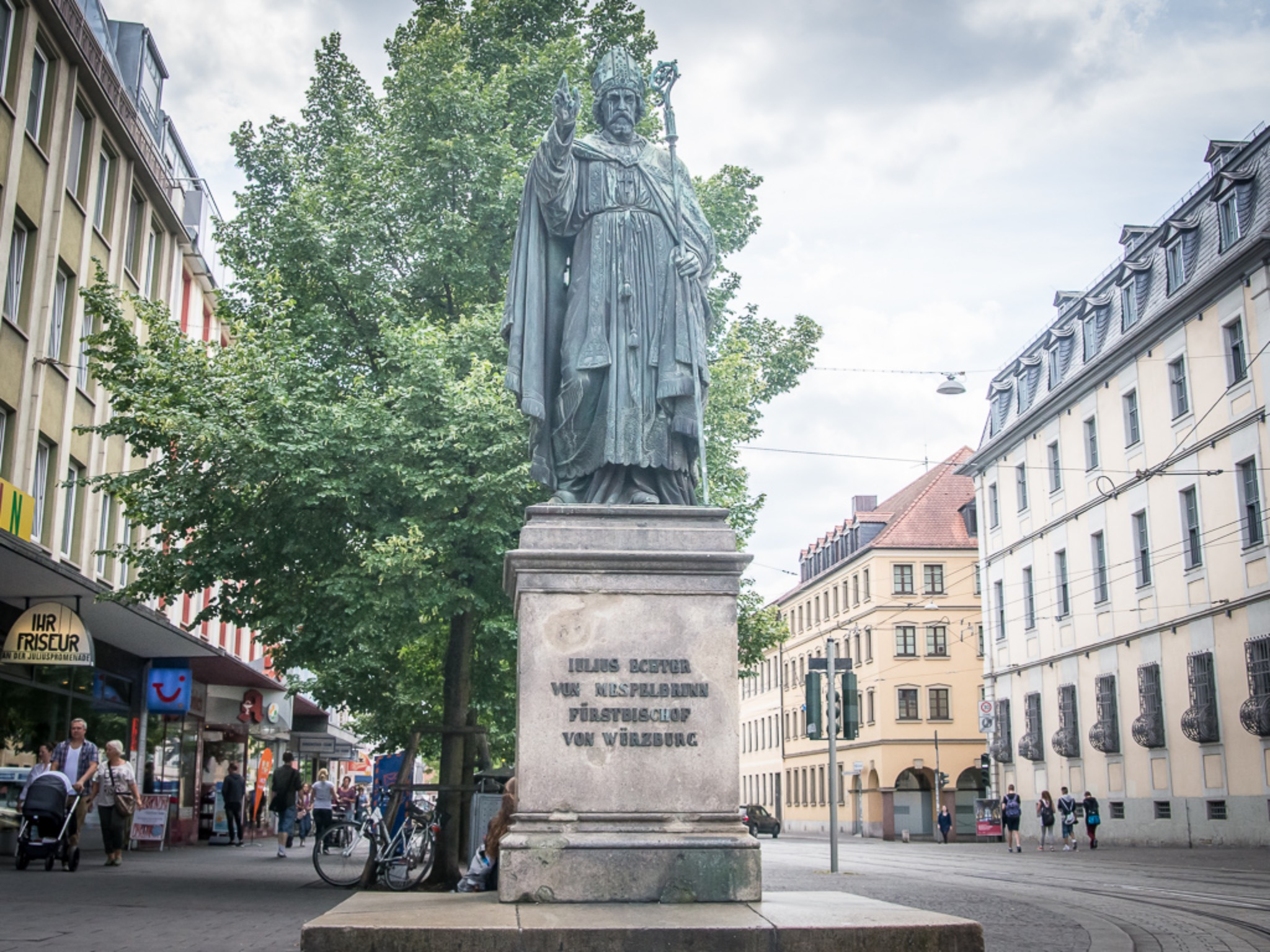 Das Julius-Echter-Denkmal. Foto: Pascal Höfig