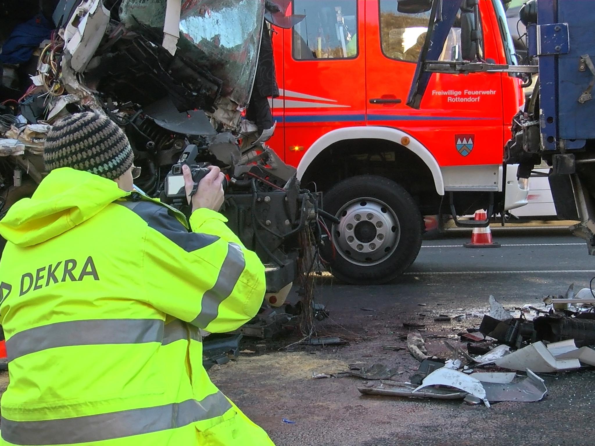 Sachverständiger am Unfallort. Foto: Pascal Höfig
