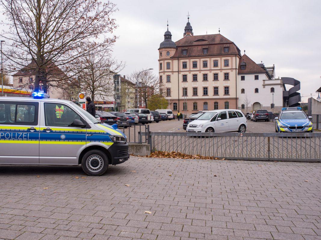 Ein Beamter der Polizeiinspektion Würzburg-Land war in der Folge mit als erster am Einsatzort. Foto: Pascal Höfig