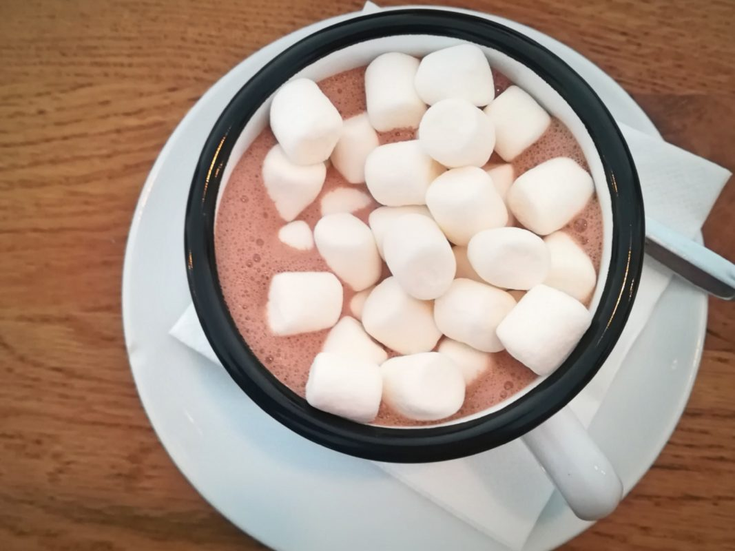 Heiße Schokolade mit Marshmallows. Foto: Jessica Hänse