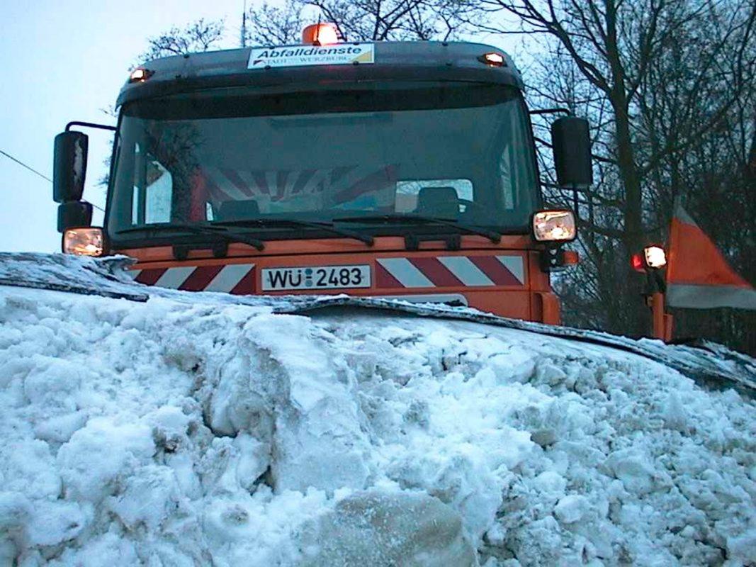 Ein Winterdienst-Fahrzeug