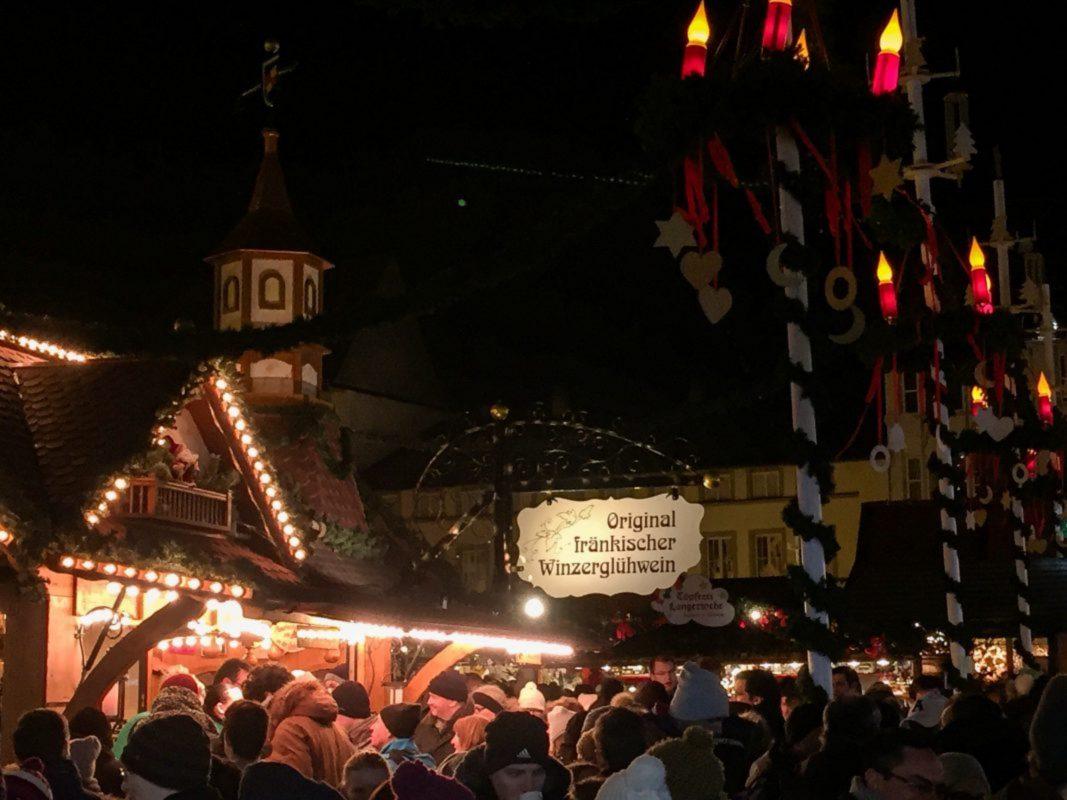 Glühweinstand am Weihnachtsmarkt von Baumeister. Foto: Pascal Höfling