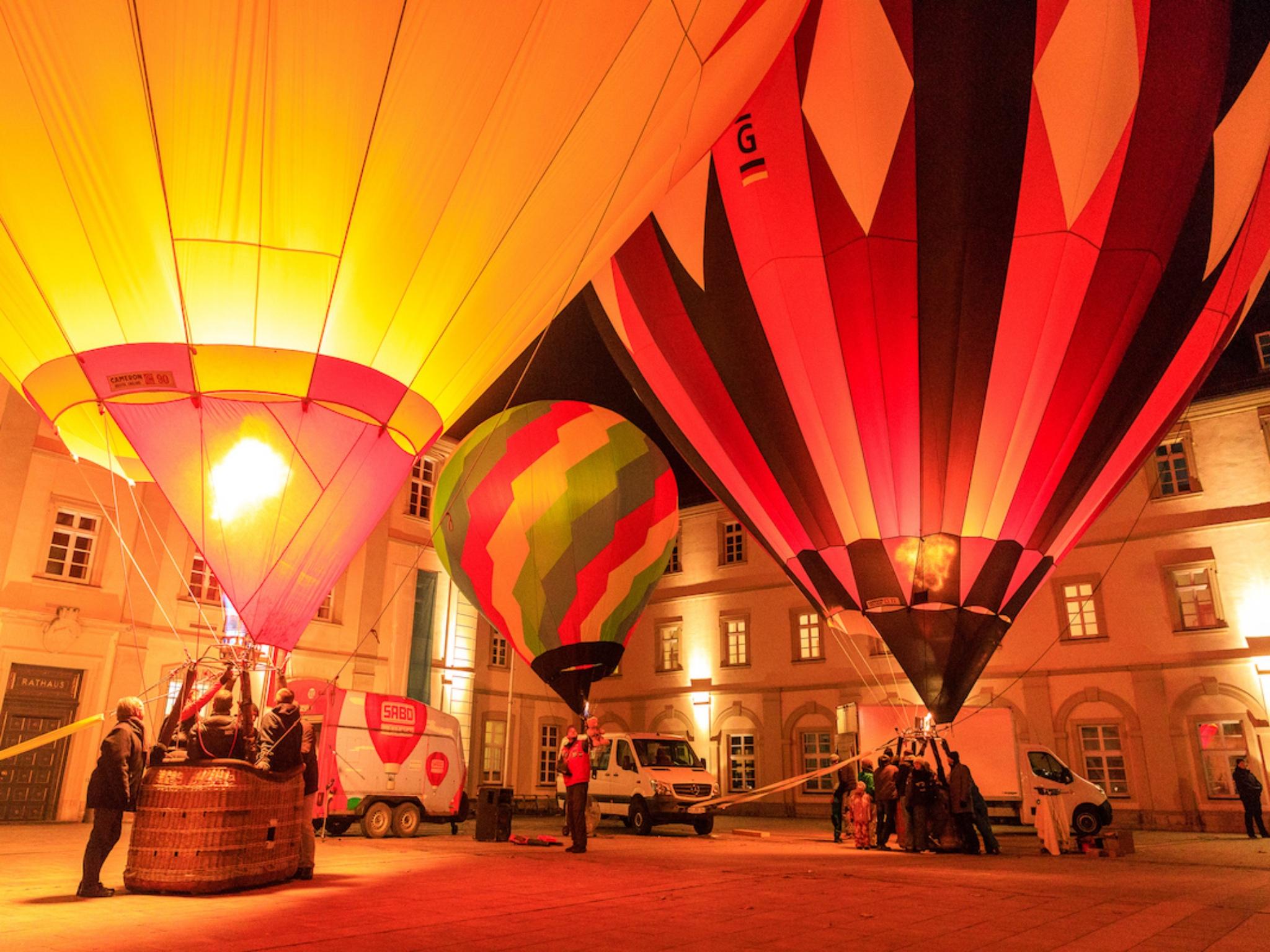 Ballonglühen im Rathausinnenhof. Foto: Würzburg, macht Spaß