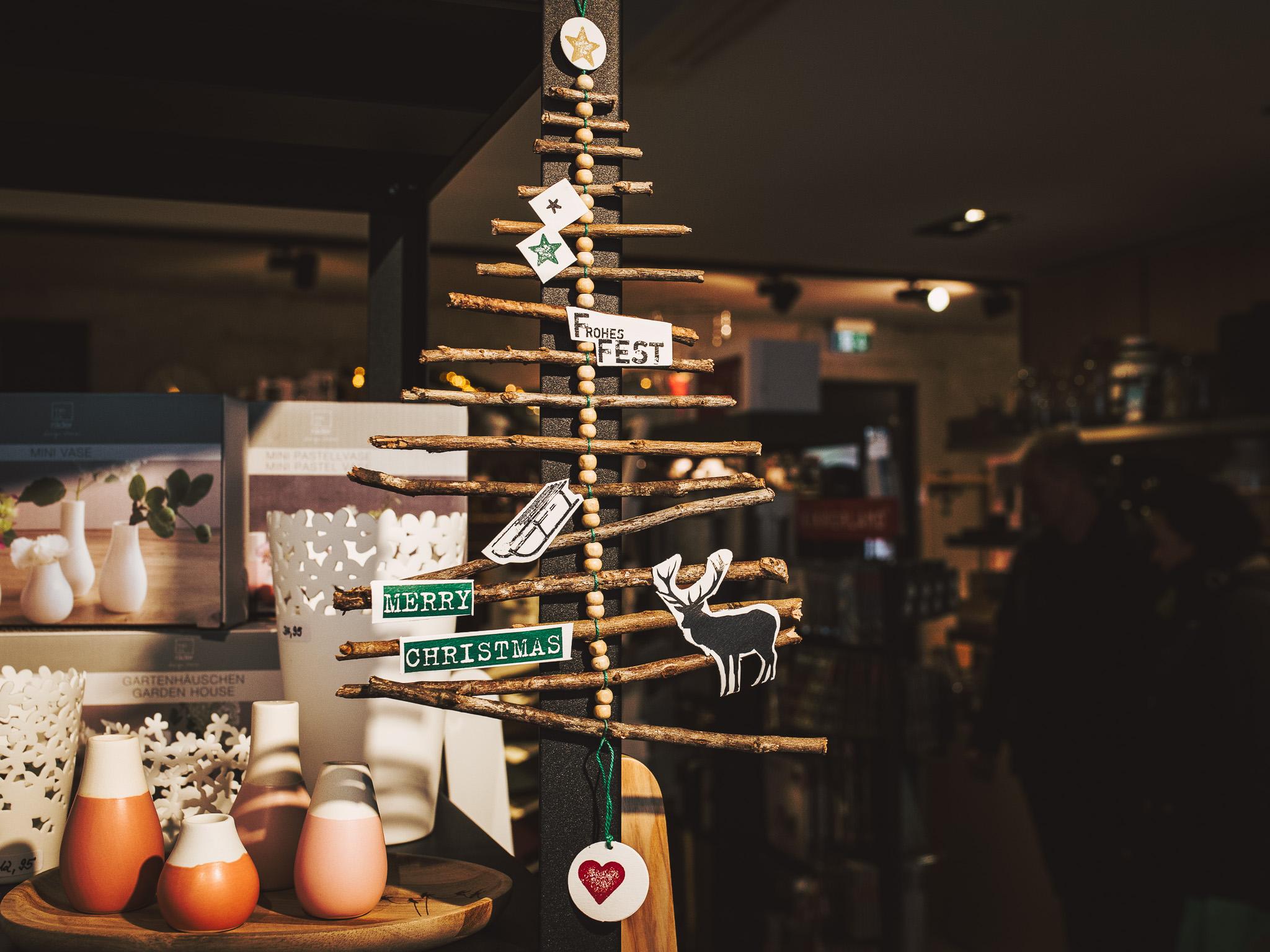 Kleiner Weihnachtsbaum aus Holz. Foto: Pascal Höfig
