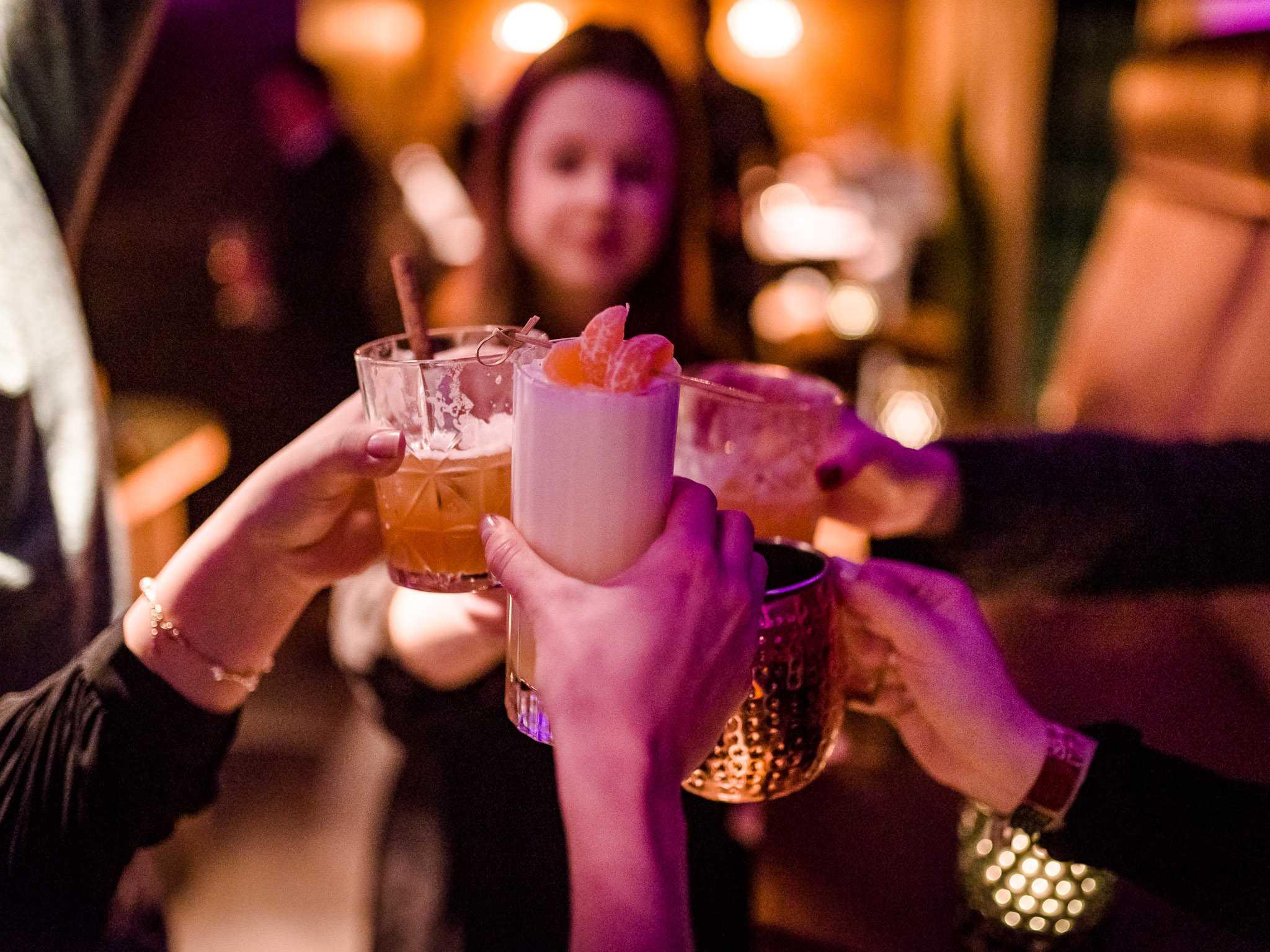 Cocktails trinken im Beef 800°. Foto: Pascal Höfig