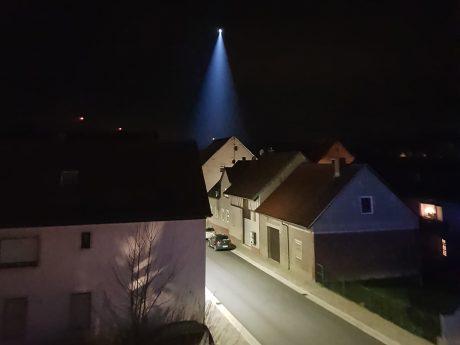 Auch ein Hubschrauber war in Helmstadt im Einsatz. Foto: Privat