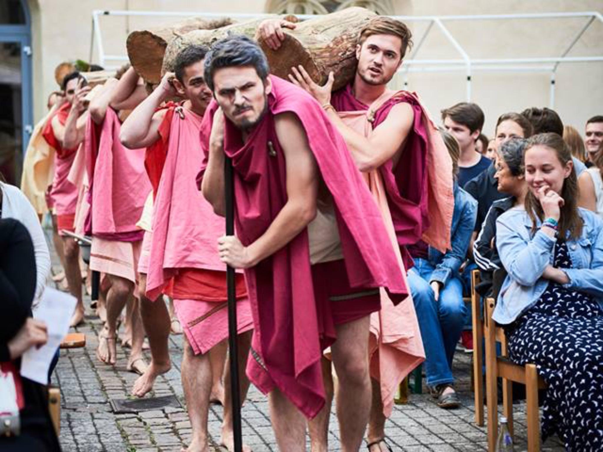 """""""Lysistrate"""" dargestellt von der Studiobühne. Foto: Johanna Bode."""