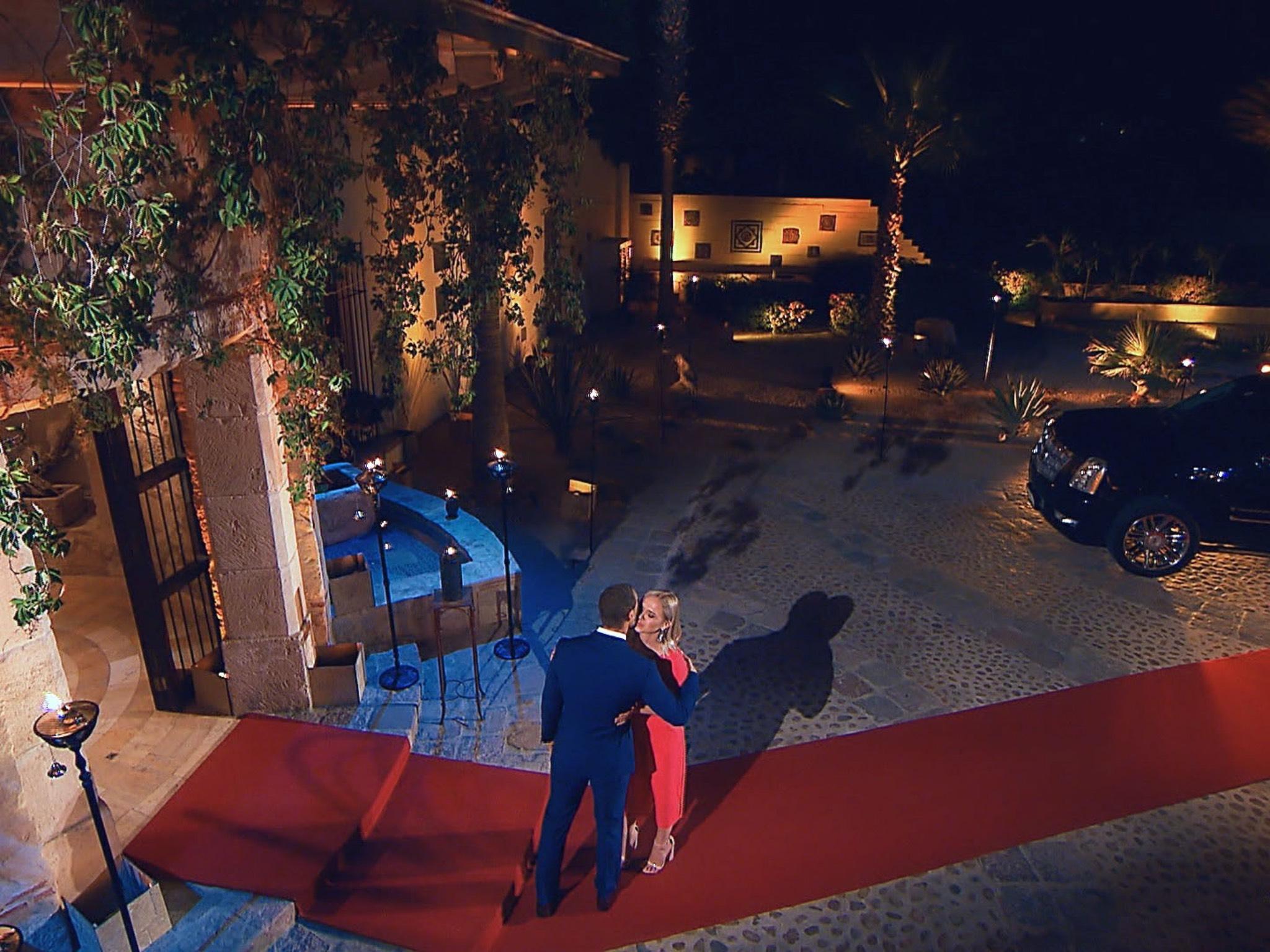 """Andrej trifft das erste Mal auf Karin. I Alle Episoden von """"Der Bachelor"""" bei TVNOW: www.tvnow.de Foto: MG RTL D"""