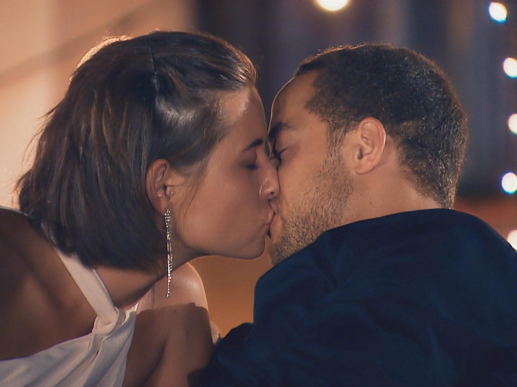 """Zwischen Jennifer und Andrej stimmt die Chemie. Es kommt zum ersten Kuss. """"Alle Episoden von """"Der Bachelor"""" bei TVNOW: www.tvnow.de"""". Foto: MG RTL D"""